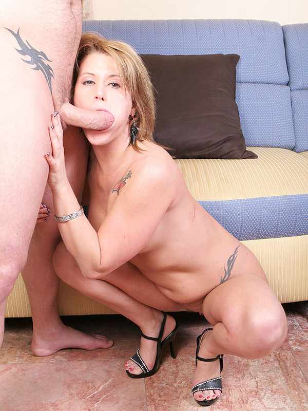 Pretty MILF Loves Anal Sex